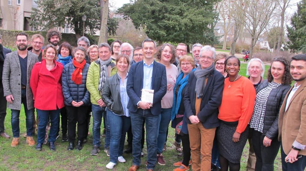 Une partie des 33 candidats de la liste conduite par le socialiste Christophe Chapuis.