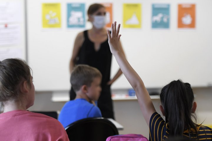 """L'Éducation nationale a-t-elle distribué des masques toxiques aux enseignants<small class=""""fine d-inline""""></small>?"""